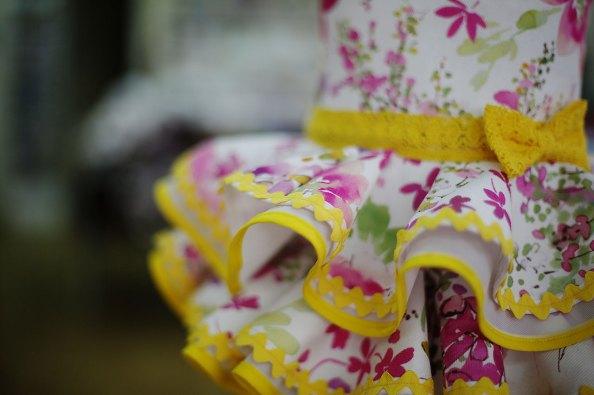 Detalle vestido flamenca amarillo