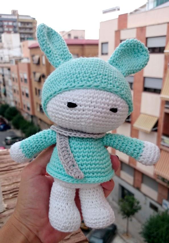 amigurumi conejo azul